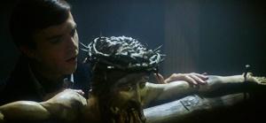 omen-iii-the-final-conflict-crucifix-damien-sam-neill