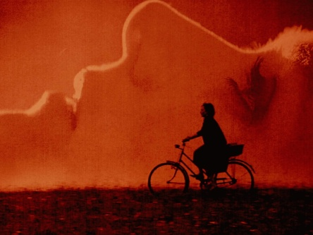 duke-of-burgundy-the-2014-004-sidse-babett-knudsen-chiara-danna-bicycyle-silhouette-1000x750