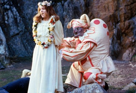 wicker-man-the-1973-009-flower-maiden-and-hunchback-jester